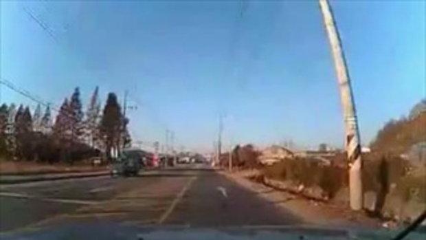 สยอง..ชนรถข้ามถนน ตายคาที่