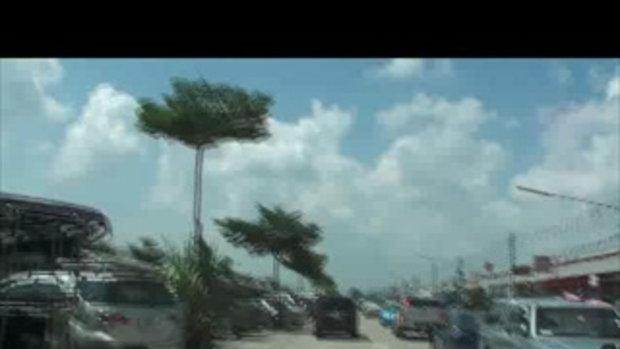 น้ำท่วมปทุมธานี ที่จอดรถตลาดนานาเขต ลำลูกกา เจโอ๋รายงาน 22ตุลาคม2554