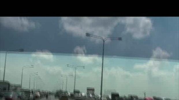 น้ำท่วมปทุมธานี จอดรถทางด่วนฟิวเจอร์พาร์ครังสิต เจโอ๋รายงาน 22ตุลาคม54