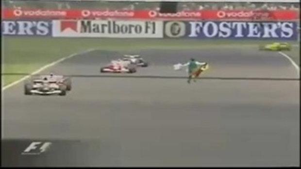 คนบ้าวิ่งลงสนามแข่งรถสูตร 1