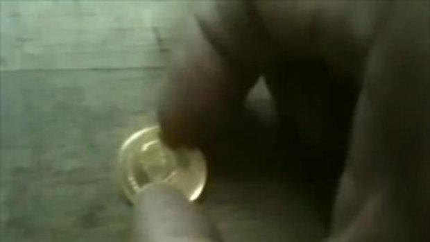 พลิกเหรียญ 2 บาท สีทอง