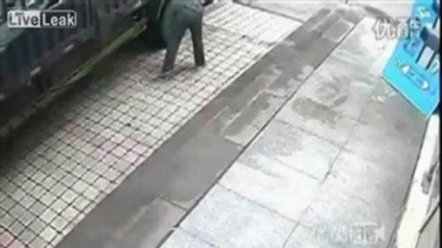 ยางรถยนต์แตกใส่หน้า