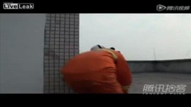 ผู้ชายจีนโดดตึกหวังฆ่าตัวตายเพราะไม่มีเงินชำระหนี้