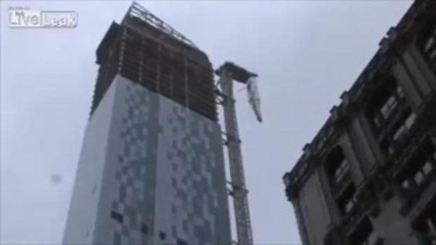 จะร่วงไม่ร่วง! เครนถล่มจากตึกสูงเพราะพายุเฮอร์ริเคนแซนดี้