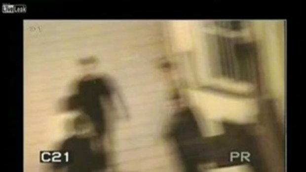 กล้อง CCTV จับภาพโดน 3 รุม1 จนกรามแตก