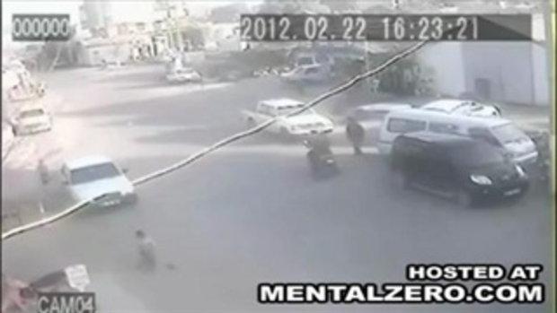อุบัติเหตุ! เด็กตกจากท้ายรถ