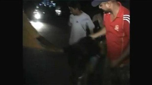 ชาย 20คน รุมทำร้ายผู้หญิงในอินเดีย