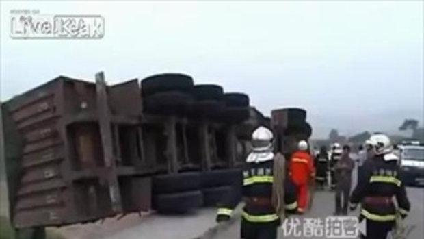 คนขับห้อยต่องแต่ง จากอุบัติเหตุรถบรรทุก เฉียดตกสะพาน