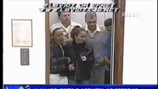 แกล้งคน ในลิฟท์ให้ตกใจสงสัย ไม่มีไรทำ.เห้อๆ by sia.co.th