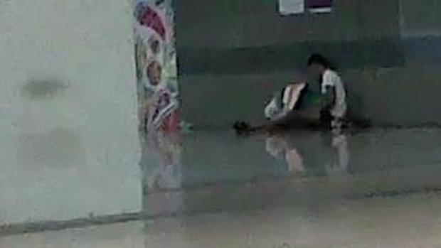 คลิปหนุ่มสาวพลอดรักกลางสถานีรถไฟฟ้าใต้ดินจตุจักร แชร์ว่อน