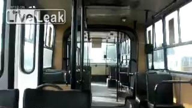 รถเมล์นรกโปแลนด์! ก็ขับแบบเนี้ย ถึงไม่มีใครขึ้น