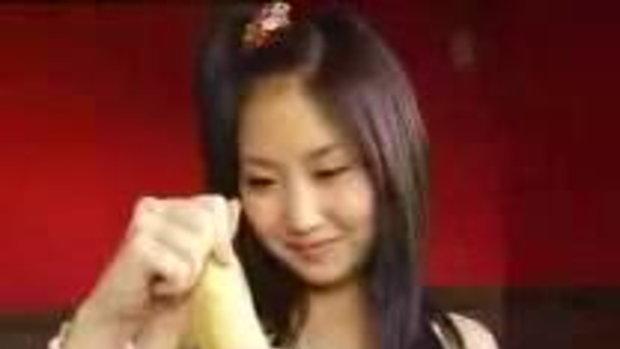 สาวญี่ปุ่น อมกล้วยโชว์แนวเซ็กซี่ๆ 18+นิดๆน่ะ