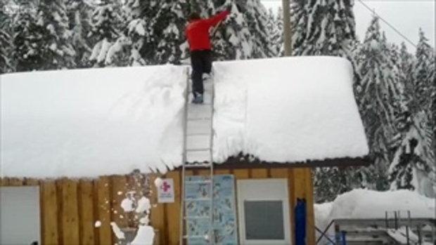 บร๊ะเจ้า ทำไปทำมา! หลังคาหิมะถล่มซะงั้น