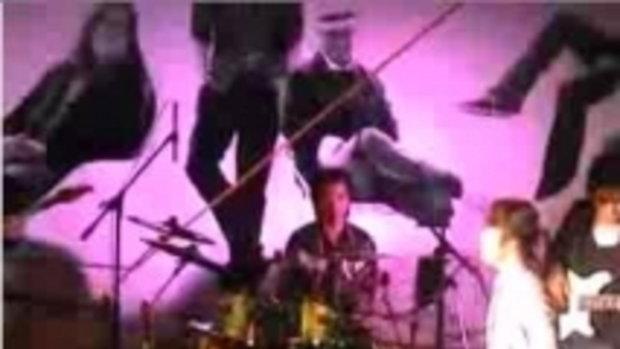 มินิคอนเสิร์ตเเสดงสด