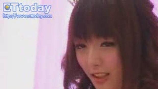 สาวจีน ถ่ายเเบบ โพสท่า น่ารักสุดยอด