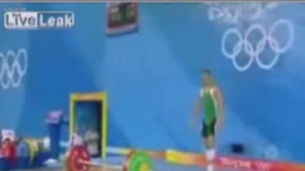นักกีฬายกน้ำหนัก ฮังการี พลาดข้อศอกขวาหลุด