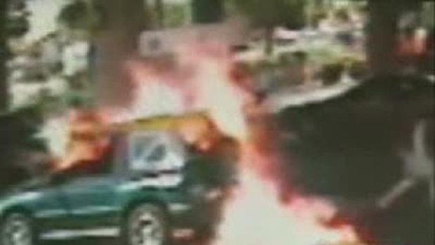 ไฟลุกท่วมรถที่สถานีแก๊ส...!