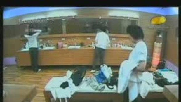 อิช์ค จูบ กุญแจซอลในห้องน้ำหญิง