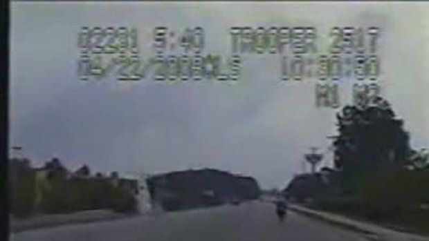 ตำรวจหยุดรถซิ่งด้วยการชน
