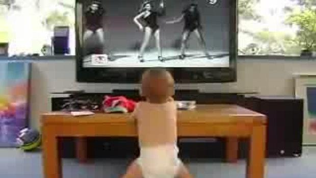 เด็กน้อยเต้นแด๊นซ์กระจาย