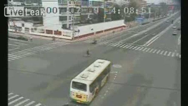รวมกล้องวงจรปิดรถชนกัน4แยก จีน