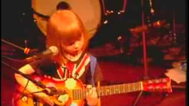 สุดยอดเด็ก 5 ขวบ...เล่นกีตาร์ร้องเพลง