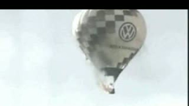 บอลลูนระเบิดกลางอากาศ