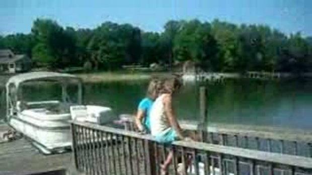 สาวน้อยตกน้ำ