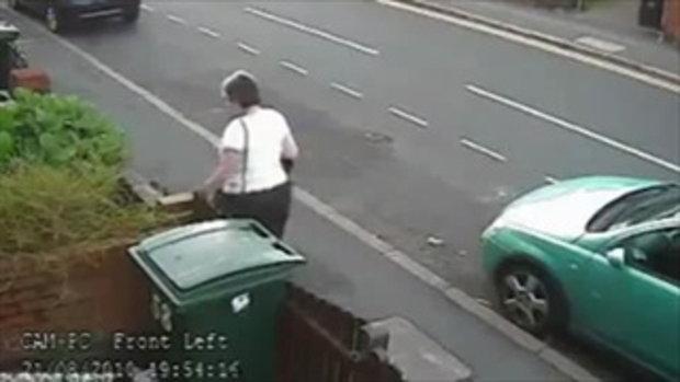 หญิงใจร้าย ทิ้งแมวลงถังขยะ!!