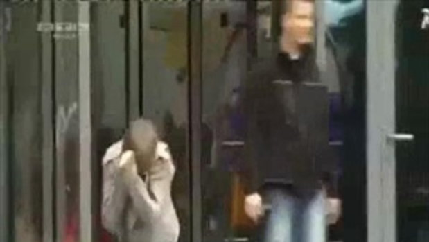 Justin Bieber ฟอร์มหลุดเดินชนประตู