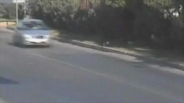 แม่เผลอ! ลูกเกือบโดนรถชน!!!