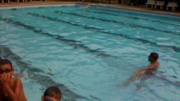 ครูหมี สอนว่ายน้ำ อ.สมศักดิ์