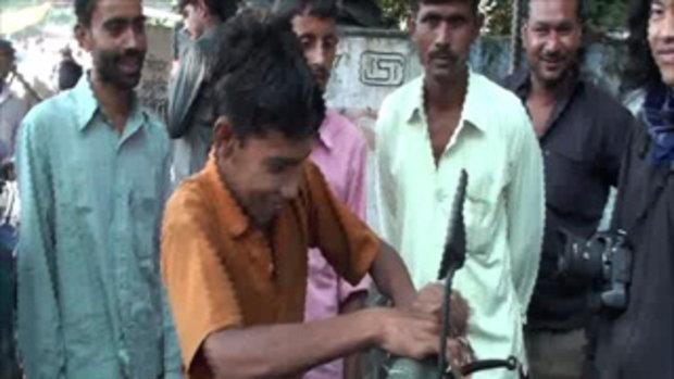 เจโอ๋เวสป้าผจญภัย-ให้แขกใส่ปลอกมือ(อินเดีย)