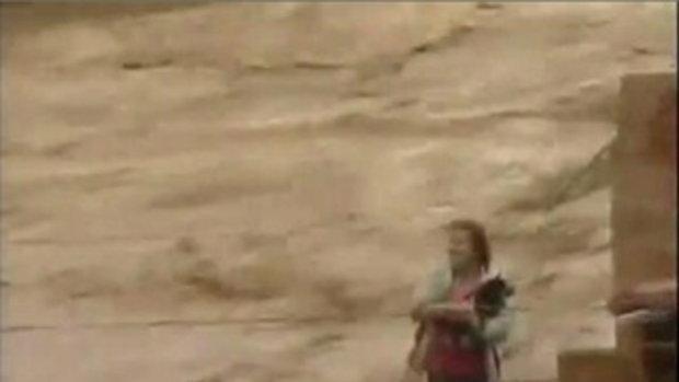 นาทีชีวิต ช่วยคนติดน้ำท่วม โคลนถล่มที่บราซิล