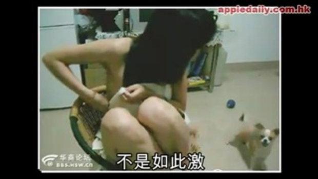 สาวจีนป้อนนมจากเต้าให้ลูกหมากิน