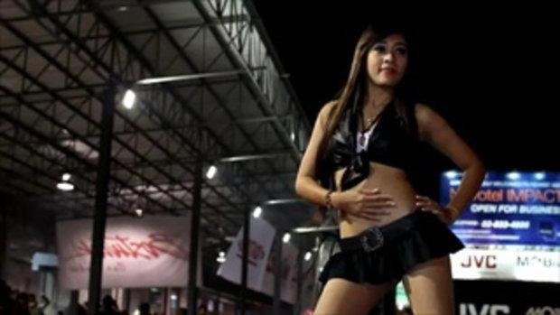 มอเตอร์โชว์ 2011 - Sexy coyote dancer in black