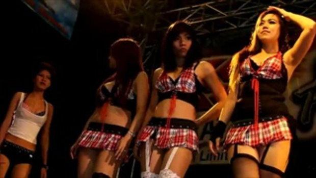 มอเตอร์โชว์ 2011 -  Sexy coyote dancers in red