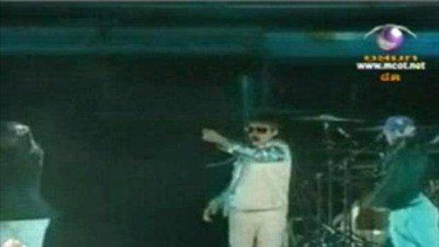 จัสติน บีเบอร์ หน้าแตกบนเวทีคอนเสิร์ตที่มาเลเซีย
