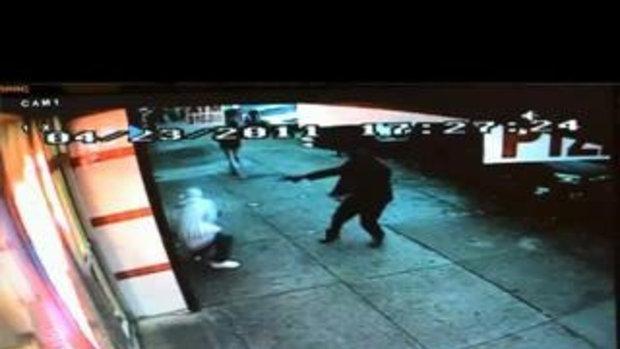 ภาพวงจรปิดเผยฆาตรกรสุดโหดยิงเหยื่อ 2 นัด เสียชีวิต