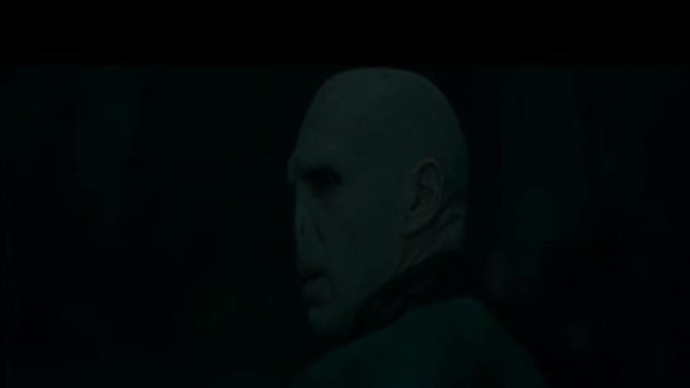 Harry Vs. Voldemort - HARRY POTTER AND THE DEATHLY HALLOWS - PART 2