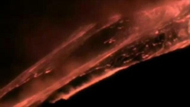 ภูเขาไฟระเบิด ลาวาปะืทุ