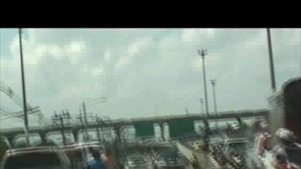น้ำท่วมปทุมธานี ทางด่วนฟิวเจอร์พาร์ครังสิต เจโอ๋รายงาน 22ตุลาคม2554