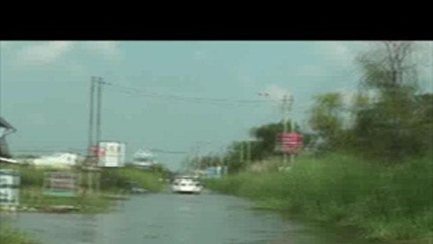 น้ำท่วมปทุมธานี ซอยโรงสี คลอง1รังสิต เจโอ๋รายงาน 22ตุลาคม2554