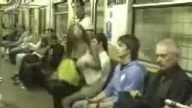 แอบซบ อกสาวสวย แกล้งหลับบนรถไฟซะงั้น