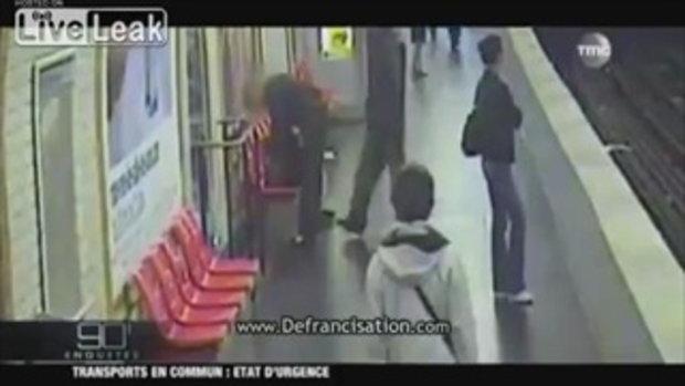 โรคจิต ในสถานีรถไฟใต้ดิน ในกรุงปารีส