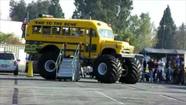 อ้าวเด็กๆๆขึ้นรถไปโรงเรียน กันได้แล้ว..by  sia.co.th