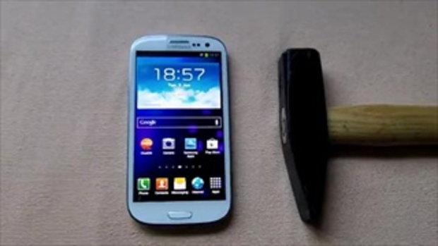 ทดสอบความอึด Samsung Galaxy S3 ทุบด้วยค้อน