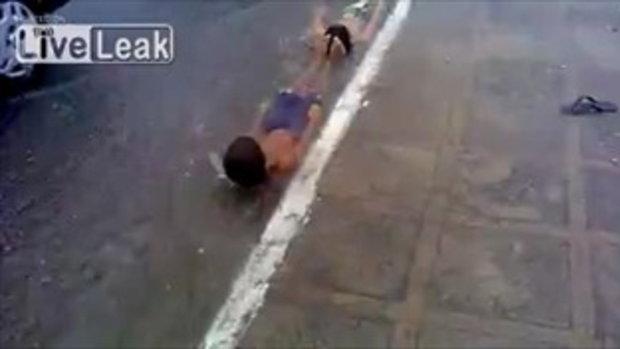 ชวนเสียว! สไลเดอร์ริมถนนสไตล์เด็กบราซิล