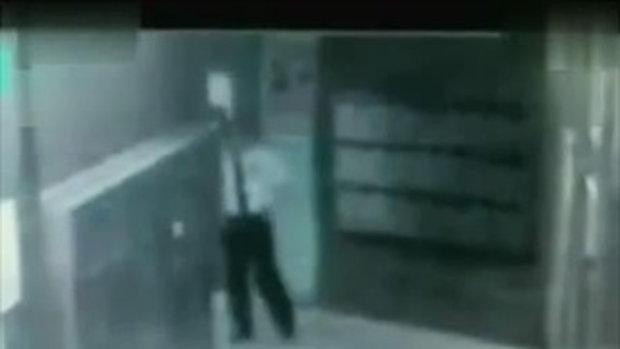 เตือนภัยผู้หญิง หนุ่มจีนขึ้เมา ข่มขืนสาว ระหว่างรอขึ้นลิฟต์