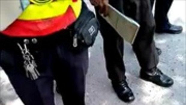 แชร์ว่อนเน็ต ตำรวจจับมอเตอร์ไซค์ วิ่งเลนขวาผิดหรือ